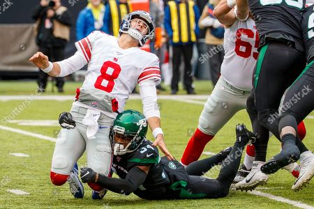 , 2019, New York Giants quarterback Daniel Jones (8) reacts to getting hit by New York Jets cornerback Brian Poole (34) during the NFL game between the New York Giants and the New York Jets at MetLife Stadium in East Rutherford, New Jersey