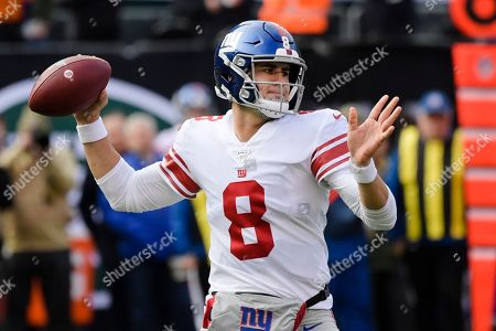 New York Giants quarterback Daniel Jones (8) throws a pass during the first half of an NFL football game against the New York Jets, in East Rutherford, N.J