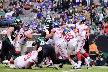 New York Giants quarterback Daniel Jones (8) throws a pass during the second half of an NFL football game against the New York Jets, in East Rutherford, N.J