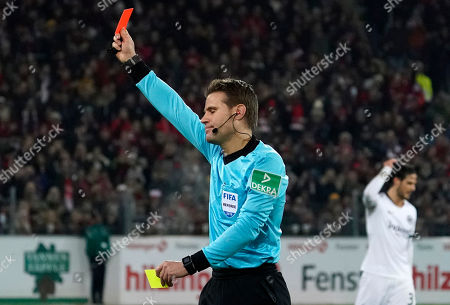 Referee Felix Brych show Frankfurt's Gelson Fernandes (not pictured) the red card during the German Bundesliga soccer match between SC Freiburg and Eintracht Frankfurt in Freiburg, Germany, 10 November 2019.
