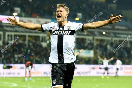 Parma's Andreas Cornelius celebrates after scoring the 2-0 lead during the Italian Serie A soccer match between Parma Calcio and AS Roma at Ennio Tardini stadium in Parma, Italy, 10 November 2019.