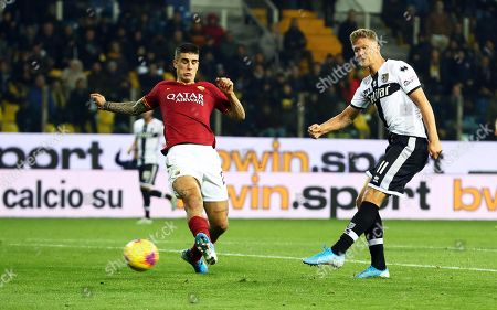Parma's Andreas Cornelius (R) scores the 2-0 lead during the Italian Serie A soccer match between Parma Calcio and AS Roma at Ennio Tardini stadium in Parma, Italy, 10 November 2019.