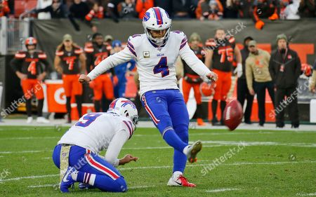 Buffalo Bills kicker Stephen Hauschka (4) misses a 53-yard field goal late during the second half of an NFL football game against the Cleveland Browns, in Cleveland
