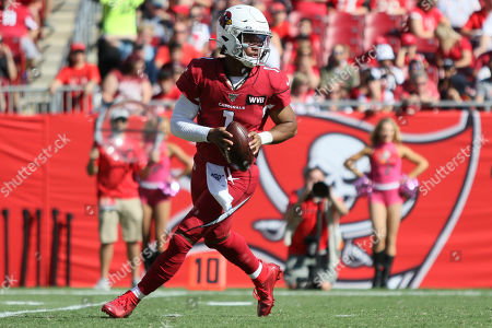 Arizona Cardinals quarterback Kyler Murray (1) looks to pass during the NFL game between the Arizona Cardinals and the Tampa Bay Buccaneers held at Raymond James Stadium in Tampa, Florida. Andrew J