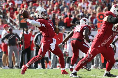 Arizona Cardinals quarterback Kyler Murray (1) throws a a touchdown pass to Arizona Cardinals wide receiver Christian Kirk (13) during the NFL game between the Arizona Cardinals and the Tampa Bay Buccaneers held at Raymond James Stadium in Tampa, Florida. Andrew J