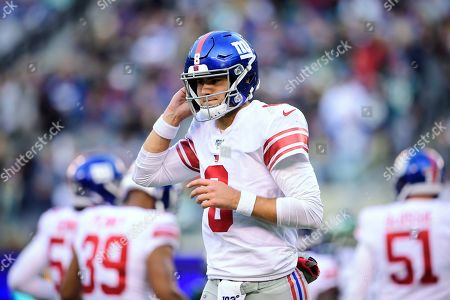 New York Giants quarterback Daniel Jones (8) pauses during the second half of the team's NFL football game against the New York Jets, in East Rutherford, N.J