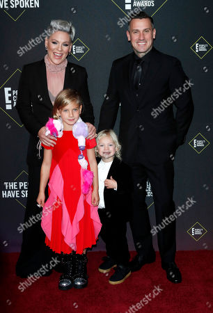 US singer Pink (L), Carey Hart (R), Jameson Moon Hart (L, bottom) Willow Sage Hart (R, bottom) arrive for the 2019 People's Choice Awards at the Barker Hangar in Santa Monica, California, USA, 10 November 2019.