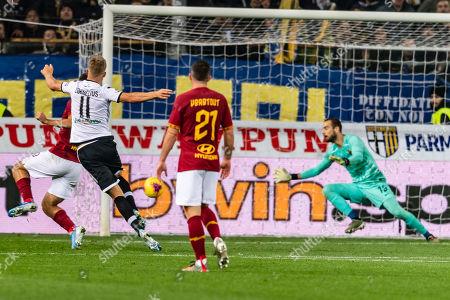 Andreas Evald Cornelius (Parma) scores the second goal for his team