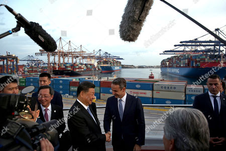 Greek Prime Minister Kyriakos Mitsotakis (C-R) and Chinese President Xi Jinping (C-L) shake hands as they visit the cargo terminal of Chinese company Cosco in the port of Piraeus, Greece, 11 November 2019. Chinese President Xi is on a two-day official visit to Greece.