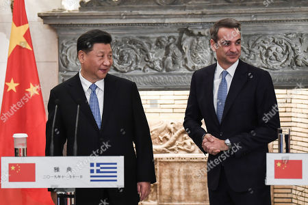 Chinese President Xi Jinping (L) and Greek Prime Minister Kyriakos Mitsotakis shake hands after their meeting at the Maximos Mansion in  Athens, Greece, 11 November 2019, during his two-day official visit to the country.