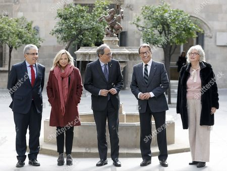 Catalan regional President Quim Torra (C), former regional President predecessor Artur Mas (2-R), former regional Deputy President Joana Ortega (2-L) and former regional ministers Francesc Homs (L) and Irene Rigau (R) pose for the photographers during an event to mark the fifth anniversary of the 09 November pro-independence referendum, in Barcelona, northeastern Spain, 11 November 2019. Mas, Homs, Ortega and Rigau were disqualified from holding office by Spanish court sfor their involvement in the referendum held in 2014.Dalmau