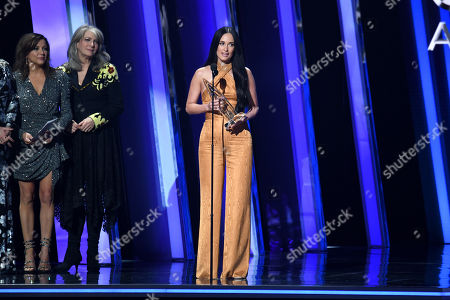Kacey Musgraves - Female Vocalist of the Year - presented by Martina McBride and Kathy Mattea