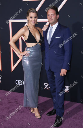 Elizabeth Banks and husband Max Handelman