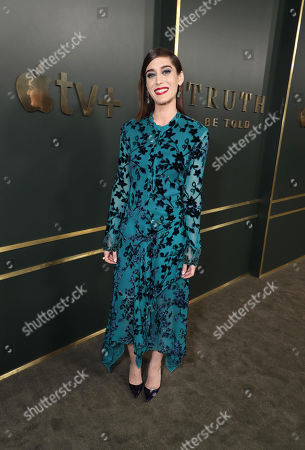 Lizzy Caplan at the Apple TV+ global premiere of the original series 'Truth Be Told' at the Samuel Goldwyn Theater on November 21, 2019 in Los Angeles, California. 'Truth Be Told' debuts December 6 exclusively on Apple TV+.