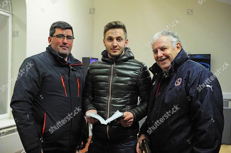TATTERSALLS. November National Hunt Sale Day 3. Lot 560 Camelot x Monte Solaro from Coole House Farm sold to Kevin Doyle (centre), pictured with Dad Paddy and Peter Nolan, for ?155,000.