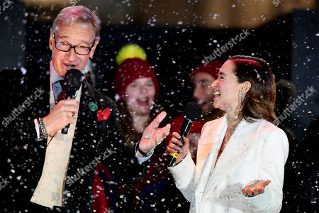 Emilia Clarke and Paul Feig singing Last Christmas after switching the Covent Garden Christmas lights on.