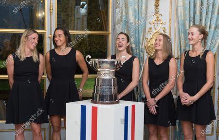 Pauline Parmentier, Caroline Garcia, Alize Cornet, Fiona Ferro and Kristina Mladenovic with the Fed Cup trophy
