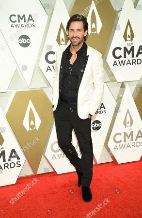 Jake Owen arrives at the 53rd annual CMA Awards at Bridgestone Arena, in Nashville, Tenn