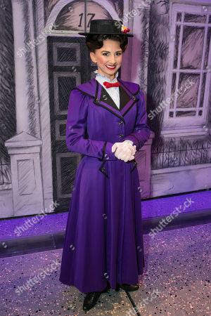 Zizi Vaigncourt-Strallen (Mary Poppins) backstage