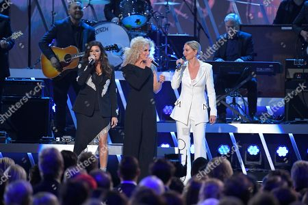 """Gretchen Wilson, Kimberly Schlapman, Jennifer Nettles. Gretchen Wilson, from left, Kimberly Schlapman, and Jennifer Nettles perform """"You're Lookin' at Country"""" at the 53rd annual CMA Awards at Bridgestone Arena, in Nashville, Tenn"""