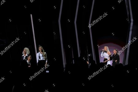 """Jennifer Wayne, Naomi Cooke, Hannah Mulholland, Madison Marlow, Taylor Dye. Jennifer Wayne, from left, Naomi Cooke and Hannah Mulholland of Runaway June perform """"Girl Crush"""" with Madison Marlow, second from right, and Taylor Dye of Maddie & Tae at the 53rd annual CMA Awards at Bridgestone Arena, in Nashville, Tenn"""