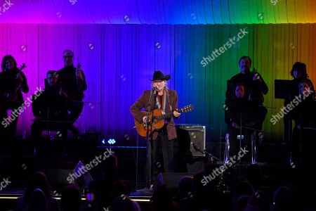 """Willie Nelson performs """"The Rainbow Connection"""" at the 53rd annual CMA Awards at Bridgestone Arena, in Nashville, Tenn"""