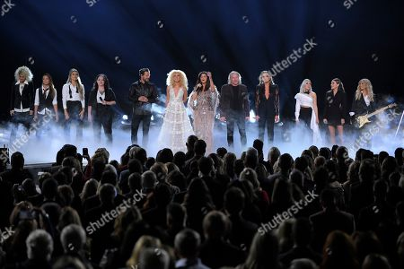 "Jennifer Wayne, Naomi Cooke, Hannah Mulholland, Ashley McBryde, Jimi Westbrook, Kimberly Schlapman, Karen Fairchild, Phillip Sweet, Carly Pearce, Madison Marlow, Taylor Dye, Lindsay Ell. Jennifer Wayne, from left, Naomi Cooke and Hannah Mulholland of Runaway June, Ashley McBryde, Jimi Westbrook, Kimberly Schlapman, Karen Fairchild, Phillip Sweet of Little Big Town, Carly Pearce, Madison Marlow and Taylor Dye of Maddie & Tae and Lindsay Ell perform ""Girl Crush"" at the 53rd annual CMA Awards at Bridgestone Arena, in Nashville, Tenn"