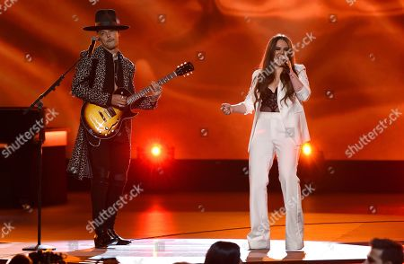 """Jesse Huerta, Joy Huerta, Jesse & Joy. Jesse Huerta, left, and Joy Huerta, of Jesse & Joy, perform """"Me Enamora"""" at the Latin Recording Academy Person of the Year gala honoring Juanes at the MGM Conference Center, in Las Vegas"""