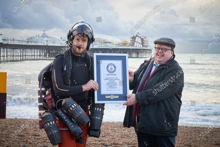 Craig Glenday (R) Editor in Chief at Guinness World Records presenting Ricvhard Browning with his certificate
