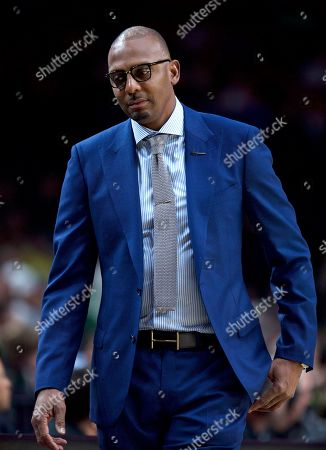 Memphis head coach Penny Hardaway walks to the bench during the first half of an NCAA college basketball game against Oregon in Portland, Ore., . Oregon won 82-74