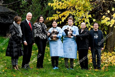 Valerie de Bue, Eric Domb, Marie-Christine Marghem, Cao Zhongming and guest with Pandas Bao Di and Bao Mei