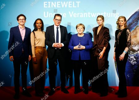 German Chancellor Angela Merkel (C) and the German Minister of Economic Cooperation and Development Gerd Mueller (3-L) pose for pictures with campaign ambassadors Felix Finkbeiner (L), Sara Nuru (2-L), Toni Garrn (2-R) and Britta Steffens? (R) during the presentation of the UN Sustainable Development Goals (SDG) campaign, in Berlin, Germany, 14 November 2019. The SDG, organized by the Federal Ministry for Economic Cooperation and Development, is an agenda adopted by all United Nations Member States in 2015 aiming to end poverty, protect the planet and ensure that all people enjoy peace and prosperity by 2030.