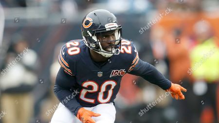 Chicago Bears cornerback Prince Amukamara starts his pass coverage during the first half of an NFL football game against the Detroit Lions in Chicago