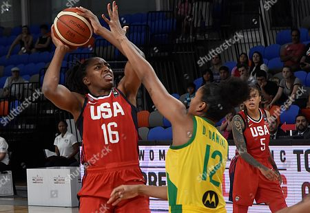 Damaris Dantas (R) of Brazil tries to block Nneka Ogwumike (L) of USA during a Women's Olympic Pre-Qualifying Tournament Americas game between Brazil and USA, at Dow Center in Bahia Blanca, Argentina, 14 November 2019.