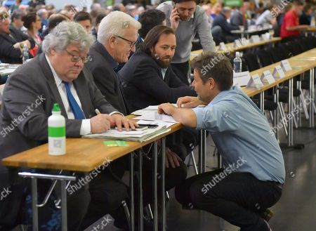 Baden-Wuerttemberg's State Premier Winfried Kretschmann (C) talks to Green party (Die Gruenen) co-chairman Robert Habeck (R) at the Green Party conference in Bielefeld, Germany, 16 November 2019. The German Greens meet from 15 until 17 November in Bielefeld.