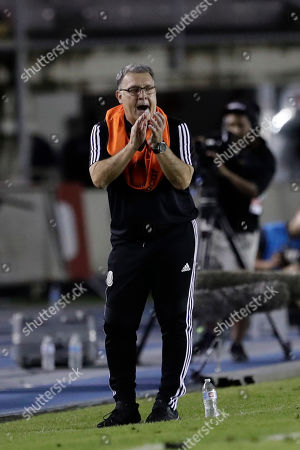 Mexico's Gerardo Martino applauds his players during a CONCACAF Nations League soccer match against Panama at the Rommel Fernandez stadium in Panama City