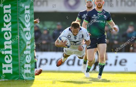 Connacht vs Montpellier. Montpellier's Aaron Cruden scores his sides first try
