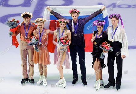 Ice dance winners form left: silver medalists, Canada's Piper Gilles and Paul Poirier, gold medalists Russia's Victoria Sinitsina and Nikita Katsalapov and bronzer medalists Spain's Sara Hurtado and Kirill Khaliavin pose for a photo prior to the exhibition gala at the Rostelekom Cup ISU Grand Prix of figure skating event, in Moscow, Russia