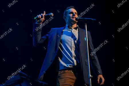 Andy Roddick introduces Seal during the annual Andy Roddick Foundation Gala at ACL Live