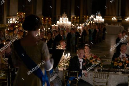 Olivia Colman as Queen Elizabeth II, Tobias Menzies as Philip, Duke of Edinburgh, Helena Bonham Carter plays Princess Margaret and Charles Dance as Lord Louis Mountbatten