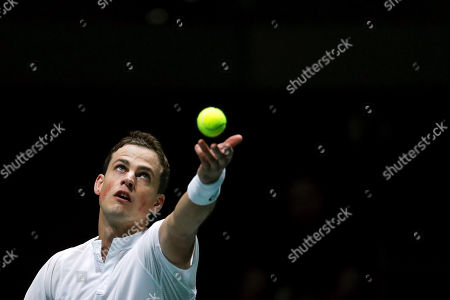 Vasek Pospisil of Canada in action against Fabio Fognini of Italy during the group stage tie between Italy and Canada of the Davis Cup Finals tennis tournament at the Caja Magica facilities in Madrid, Spain, 18 November 2019.