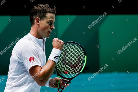 Vasek Pospisil of Canada reacts during his match against Fabio Fognini of Italy in the group stage tie between Italy and Canada of the Davis Cup Finals tennis tournament at the Caja Magica facilities in Madrid, Spain, 18 November 2019.
