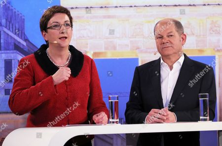 Candidates couple Olaf Scholz (L) with Klara Geywitz (R) during a debate for the new leadership of the Social Democratic Party (SPD) in Berlin, Germany, 18 November 2019. The candidate couples Norbert Walter-Borjans and Saskia Esken as well as Olaf Scholz and Klara Geywitz are contesting in the run-off election before a party conference in December formally approves the new leadership.