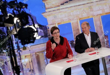 Candidates couple Olaf Scholz with Klara Geywitz (L) during a debate for the new leadership of the Social Democratic Party (SPD) in Berlin, Germany, 18 November 2019. The candidate couples Norbert Walter-Borjans and Saskia Esken as well as Olaf Scholz and Klara Geywitz are contesting in the run-off election before a party conference in December formally approves the new leadership.