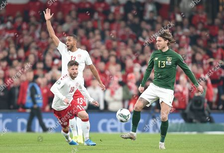 Ireland's Jeff Hendrick and Lasse Schone of Denmark