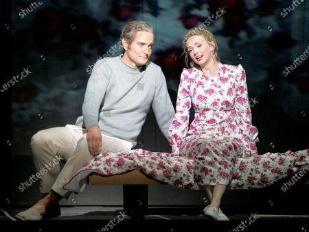 Stock Image of Nicholas Lester as Orphee, Sarah Tynan as Eurydice