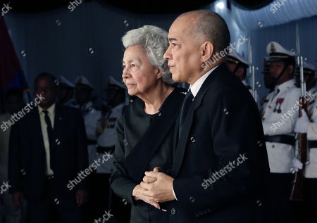 Cambodia's King Norodom Sihamoni (R) and the queen mother Norodom Monineath Norodom Monineath (L) attend Princess Norodom Buppha Devi funeral rites, one of late King Norodom Sihanouk's daughters, in Phnom Penh, Cambodia, 20 November 2019. Cambodia's Royal Palace announced on 18 November that Princess Norodom Buppha Devi died aged 76 at a hospital in Thailand. She served as Cambodia's minister of culture from 1998 to 2004.