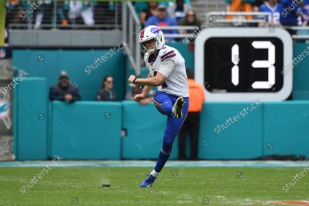 Steven Hauschka #5 of Buffalo in action during the NFL football game between the Miami Dolphins and Buffalo Bills at Hard Rock Stadium in Miami Gardens FL. The Bills defeated the Dolphins 37-20