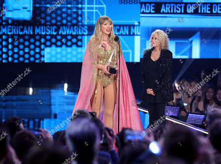 Taylor Swift - Artist of the Decade - presented by Carole King