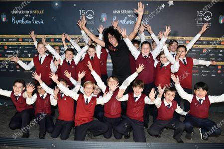 Giovanni Allevi with the children chorus